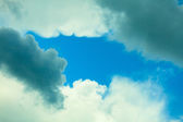 Deep blue sky with clouds — Stockfoto