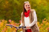 Girl in park with bicycle — Stock Photo