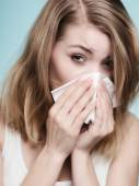 Flu allergy. Sick girl sneezing in tissue. Health — ストック写真