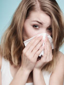 Flu allergy. Sick girl sneezing in tissue. Health — Foto Stock