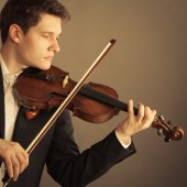 Man violinist playing violin. Classical music art — Stock Photo