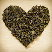 Green tea leaves heart shaped — 图库照片