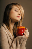 Girl holding cup of tea — Foto Stock