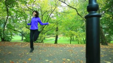 Woman doing exercise with jump rope — Stockvideo
