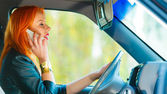 Girl talking on phone while driving car — 图库照片