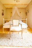 Canopy bed and retro chair — Foto de Stock