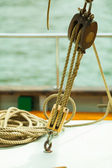 Block with rope on sailing boat — Stockfoto