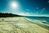 Cloudy sky with footprints on beach — Stockfoto