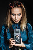 Woman posing  with old camera. — Stock fotografie