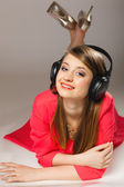 Smiling teen girl listening to music — Stock Photo