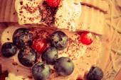 Ice cream and berry fruit — Stock Photo