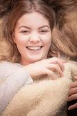 Lachende vrouw wakker — Stockfoto