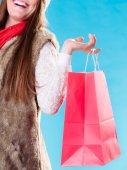 Torba na zakupy gospodarstwa kobieta — Zdjęcie stockowe