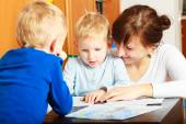 Mother and children drawing together — Stock Photo
