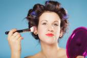 Woman applying rouge blush — Stock Photo