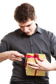 Man holding golden gift box — Stock Photo