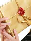 Girl holding gift box — Stock Photo