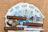 Polish money on kitchen table — Fotografia Stock