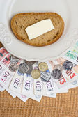 British money, piece of bread on plate. Food budget. — Stock Photo