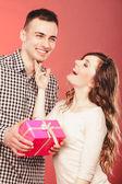 Man holding gift box — Stock Photo