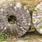 English cottage and old stone wheels — Stock Photo #69022739