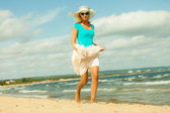 Girl running on beach. — Stock Photo