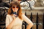 Fashion girl with smart phone outdoors — Stockfoto