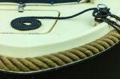 ロープでブロックします。セーリング ボートの詳細 — ストック写真