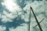 Yacht mast against blue summer sky. Yachting — Stock Photo
