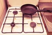 Dirty grubby gas stove in kitchen — Stock Photo