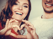 Couple making heart shape — Stock Photo