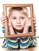 Chłopiec dziecko kadrowanie twarzy — Zdjęcie stockowe