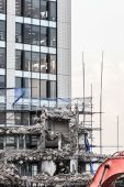 Ruins of building under destruction, urban scene. — Stock Photo