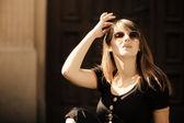 Fashion woman in sunglasses on street — Stock Photo