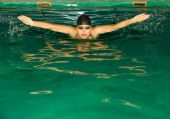 Woman swimmer breathing. — Stock Photo
