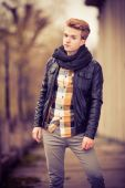 Handsome fashionable man outdoor — Stock Photo