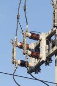 Interruptores de alto voltaje en poste — Foto de Stock