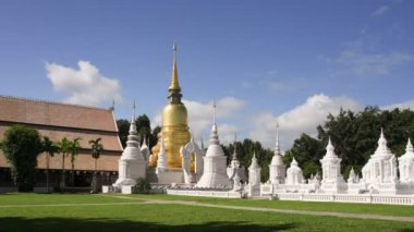 Temple Wat Suan Dok (monastery) famous place of tourist in Chiang Mai , Thailand. — Stock Video
