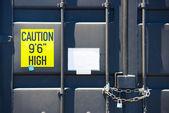 Vergrendeld container deur met ketting — Stockfoto