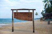 Rada reklamy na tropikalnej plaży — Zdjęcie stockowe