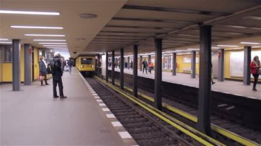 Metro de berlín — Stockvideo