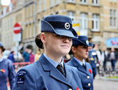 Poppy Parade defile moves to Porte de Menin or Gates of Menin from Grand Place — Stock Photo