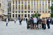 During day of national strike guides continue to work with groups of tourists. Brussels, Belgium — Stock Photo