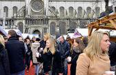 People buy traditional Belgian hot wine on Christmas market in Brussels, Belgium — Stock Photo
