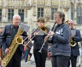 Amateurs orchestra participate in folkloric activities on Grand Place in Brussels — Stock Photo
