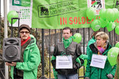Trade Unions protests against politics of Delhaize supermarket chain which fired many employees — Stock Photo