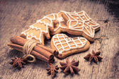 Christmas gingerbread cookies on wood background — Photo