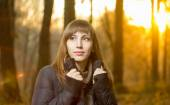 Portrait of young beautiful girl in evening autumn forest — Stock Photo