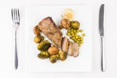 Roast beef with grilled vegetables on served table — Stock Photo