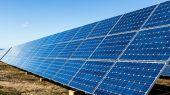 Solar panels and blue sky — 图库照片